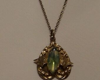 Vintage chain 1/20 14K Brooch Green Glass Center