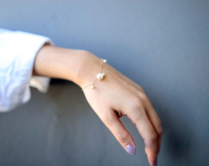 Dangle Pearl Bracelet // Bridesmaid Bracelet Gift // Bridal Jewelry