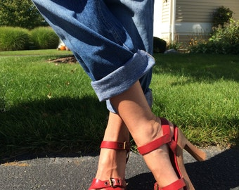 VINTAGE 90s HotKiss red heels