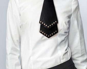 Black leather necktie with studs, for men and women.