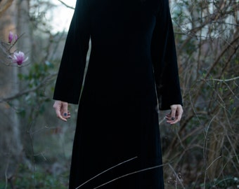 90s Vintage Black Velvet Long Bell Sleeve Witchy Maxi Dress Zipper back free size fits S M L Goth Witch
