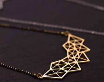 Collier Géométrie or mat et noir, fine chaîne billes or et noire, pendentif découpé au laser, plaquage or haute qualité