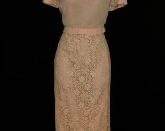 50's Soft Pink Chiffon and Lace Wiggle Dress         VG114