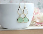 Mint Green Earrings, Green Glass Dangle Earrings. Mint Green Wedding. Green Pear Bridal Earring, Bridesmaid Gift. Light Mint Green  Earrings