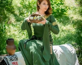 "Medieval green linen long dress ""Greensleeves""."