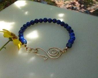 Lapis lazuli bracelet at 585-er gold filled with extravagant closure!