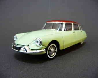 Miniature DS car, French car from the 50s, scale 1/43, collectabe toy, Solido made in France, french  Vintage