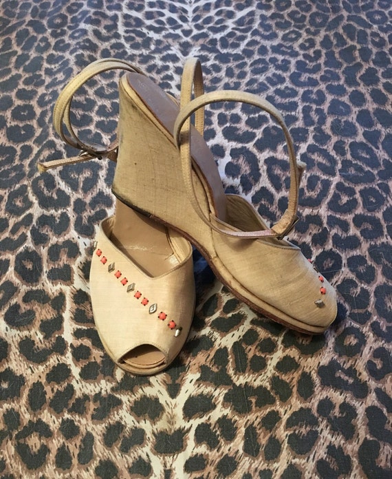Vintage 1940s 1950s Cream Studded Wedge Ankle Strap Peep Toe Sandals Shoes - size 35