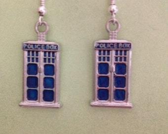 Tardis, police box, dr who, fandom, earrings. Great gift or great for comic cons.