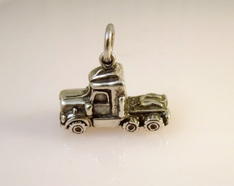 Sterling Silver 3-D SEMI TRUCK CAB Charm Pendant Trailer Trucker Big Rig .925 Sterling Silver New vh06