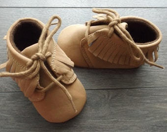 laced boot beige/caramel 10cm Moccasin style.