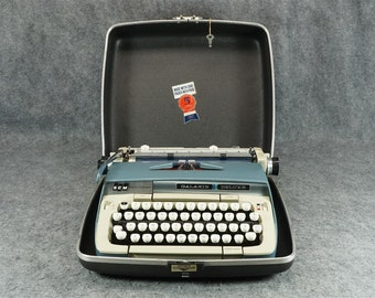 Smith Corona Galaxie Deluxe Portable Manual Typewriter with Case c. 1970s