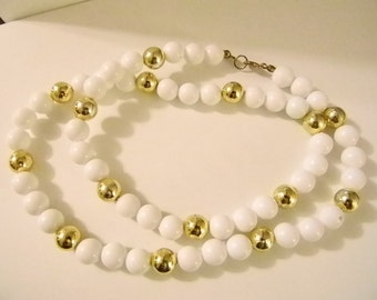 Round White Shiny Gold Beaded Necklace