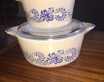 Mint condition! Pyrex Homestead 475 and 473 w/ lids