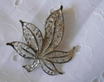 1 antique brooch  small facked di