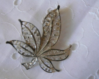 1 antique brooch  small facked di