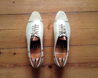 C42 pumps large laces size 41 in leather and Golden hand made Cindarella