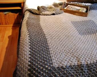 OMAs blanket in grey