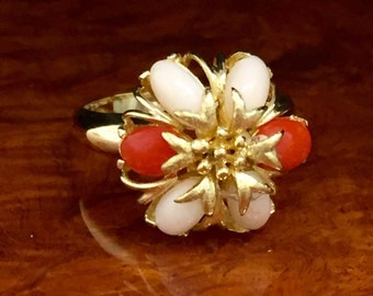 Vintage 18kt yellow gold ring with pink and red corals