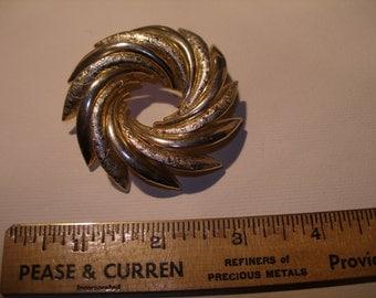 Gold Tone Brooch(500)