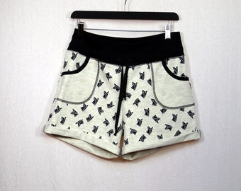 mottled patterned origami or peas beige sweat shorts