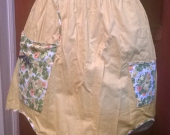 Vintage apron- yellow, basket shaped pocket
