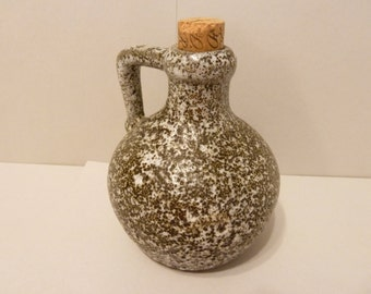 Jug by: Pigeon Forge Pottery, Tennesee,  brown & white speckled design, w/ cork