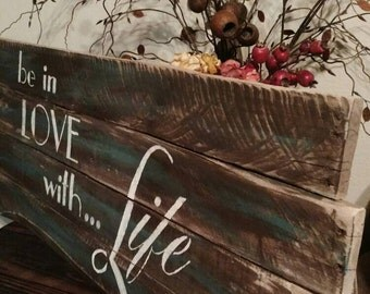 Be in love with Life, oversize pallet sign. Perfect for many decors