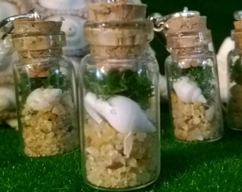 Miniature bottle~ beach scene~ sea shells~ keychain/