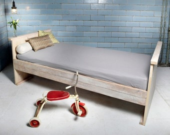 Kids bed from recycled lumber GALON