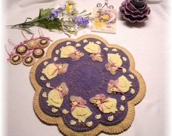 """PATTERN: """"Everywhere a Chick, Chick!"""" Candle Mat & Ornies PL134"""