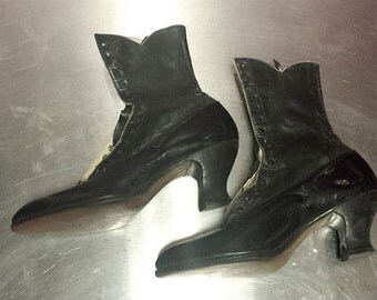 Antique 1900's Ladies Tall Black Leather 17 Hole Lace Up Granny Boots
