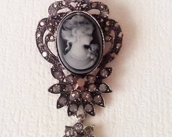 Vintage brooch with Cameo - Vintage Jewelry