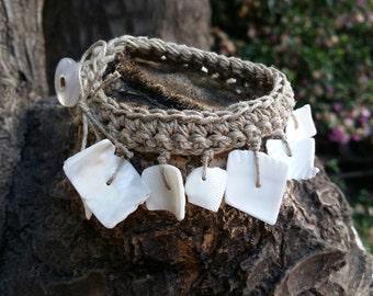 Crocheted linen bracelet with shell