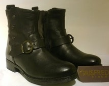 Black leather BIKER BOOTS with buttons on the outside and the inside with thermal fabric on the inside