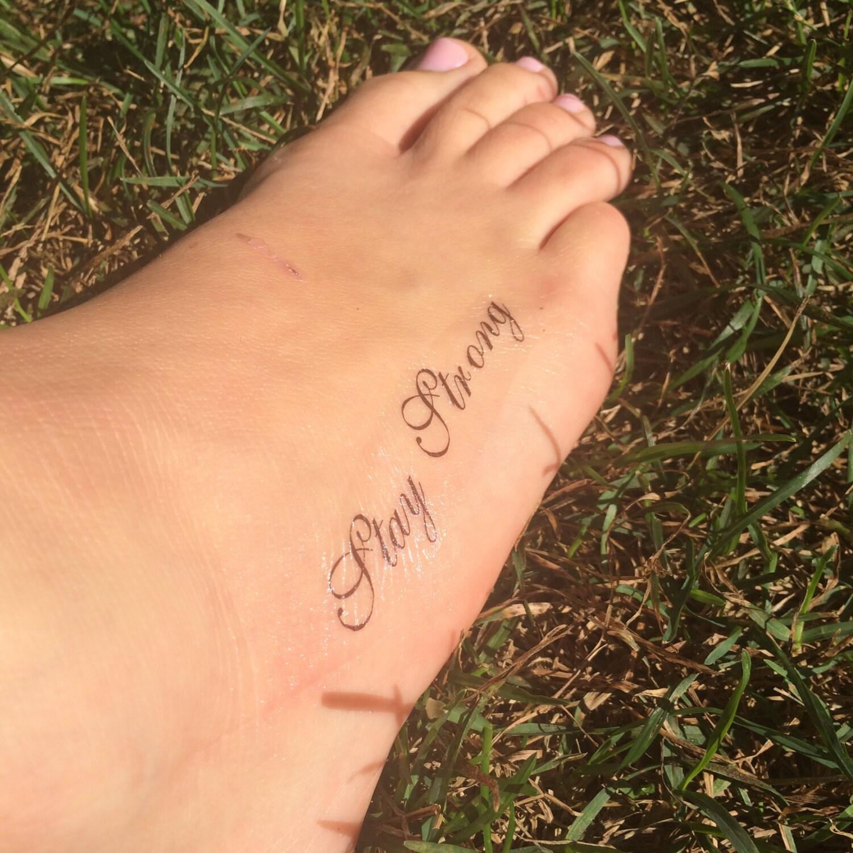 S jour fort tattoo tatouage pied tatouage temporaire faux - Stay strong tatouage ...