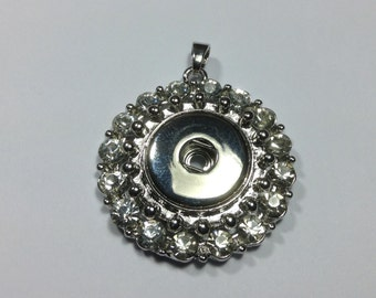 GORGEOUS SNAP PENDANT.. Rhinestones, silver....fits 18-20mm snaps