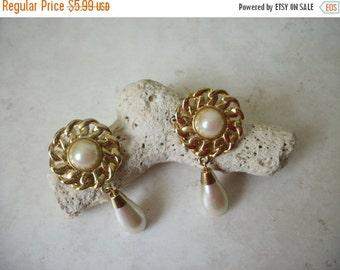 ON SALE Vintage Gold Tone Faux Pearl Earrings 1465