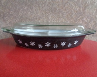 Vintage 1950's JAJ Pyrex Gaiety snowflake design charcoal black  2 section serving dish and lid. Kitchenalia