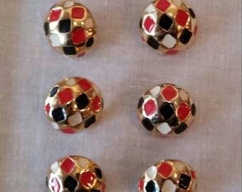 7 metal buttons