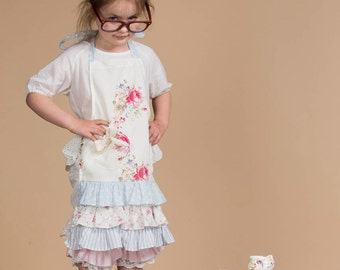 childs apron. little girls apron. girls apron. pretty apron. pretty childrens aprons. ruffled apron. ruffled girls apron. floral apron.