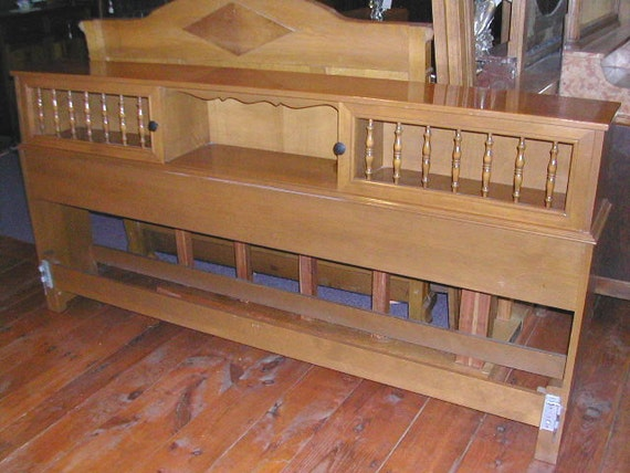 Unique 1958 king size ethan allen headboard bedframe in maple for Ethan allen king size beds