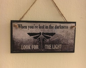 """The Last Of Us inspired ~ """"when you're lost in the darkness, look for the LIGHT"""" ~ Fireflies ~ wall plaque"""