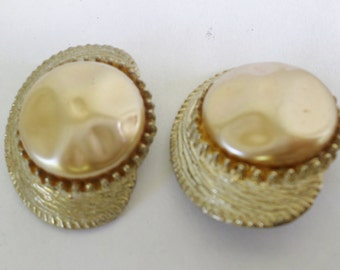 Vintage Blister Pearl Gold Tone Creamy Delight Great Gift