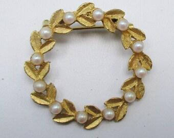 Pearl Leaf Brooch Vintage Gold Tone Pin  P26
