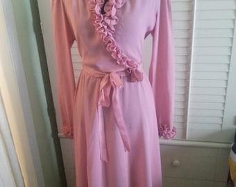 Vintage pink dress, vintage dress, pink dress, flirty vintage dress, flirty pink dress.