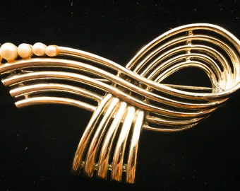Signed Marbux Pearl ribbon brooch