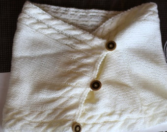Neck for women in ivory tone with buttons handmade with two needles in acrylic wool