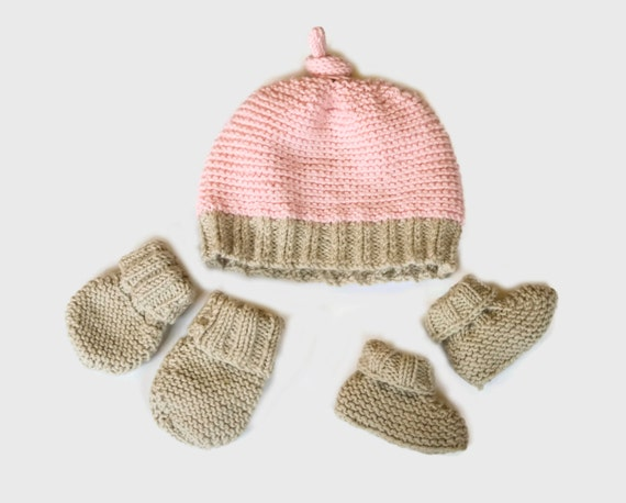 Easy Baby Hat Knitting Pattern For Beginners : Easy knitting pattern baby hat booties mittens
