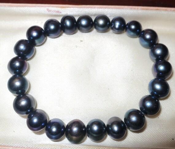 Beautiful black freshwater cultured pearl bracelet